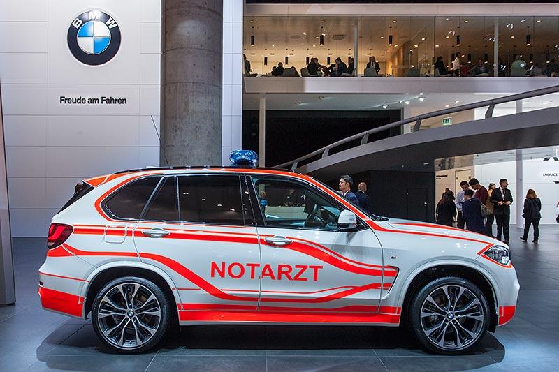BMW X5 als Notarzt Einsatzfahrzeug auf der IAA 2015