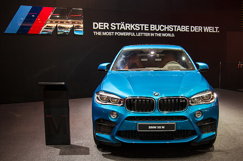 BMW X6 M in Long Beach blau
