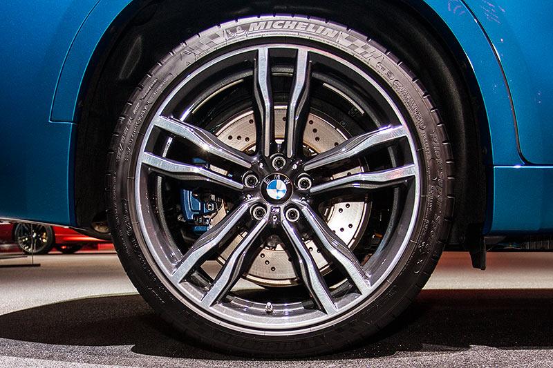 BMW X6 M auf 21 Zoll großer BMW M Felge mit 325/30 ZR 21 Bereifung