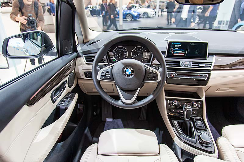 BMW 225xe Active Tourer, Cockpit