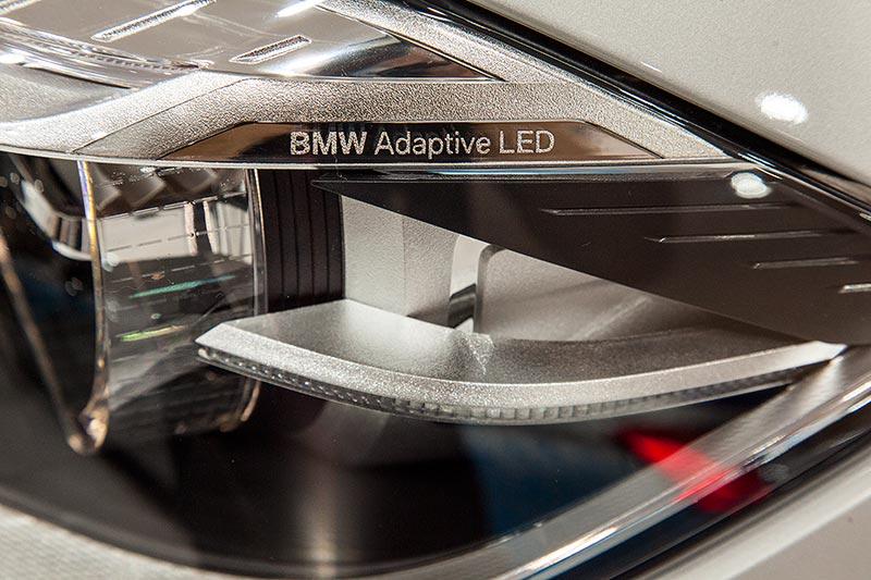 BMW 225xe Active Tourer mit adaptiven LED Scheinwerfern