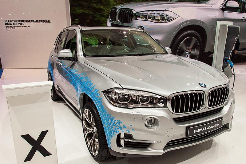 IAA 2015: BMW X5 xDrive40e mit PlugIn-Hybrid und 4-Zylinder-Reihenmotor