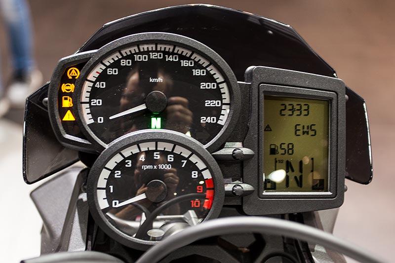 IAA 2015: BMW F 800 R, Cockpit