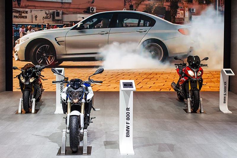 BMW Motorradausstellung auf der IAA 2015: im Hintergrund der Film 'Mission Impossible - Rogue Nation'