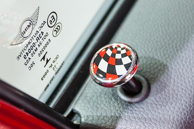 MINI Cooper S, 5-Türer mit MINI Original Accessoires, Türpin