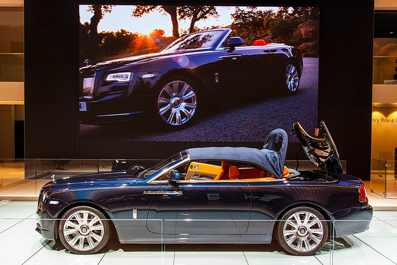 Rolls-Royce Dawn, das Verdeck öffnet sich