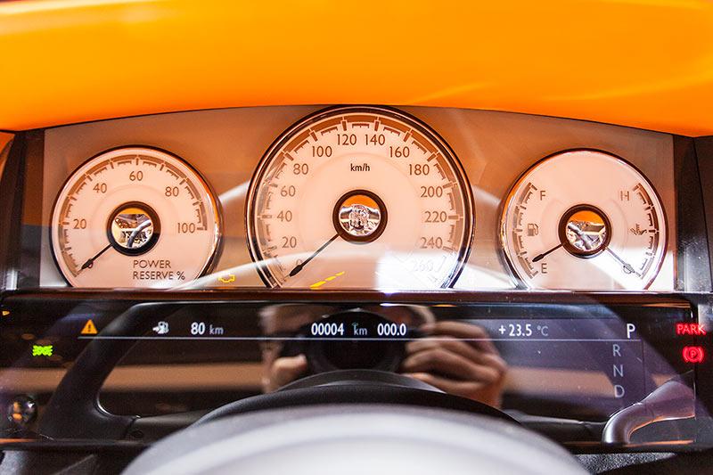 Rolls-Royce Dawn, Tacho Instrumente