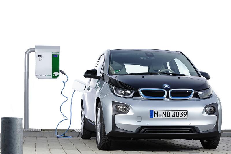 Passt überall dran: Der BMW i3 ist kompatibel mit allen gängigen Ladesäulen weltweit