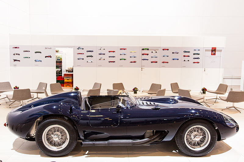 historischer Maserati bei BMW als Unterstützer des Concorso d'Elegeganza d'Este