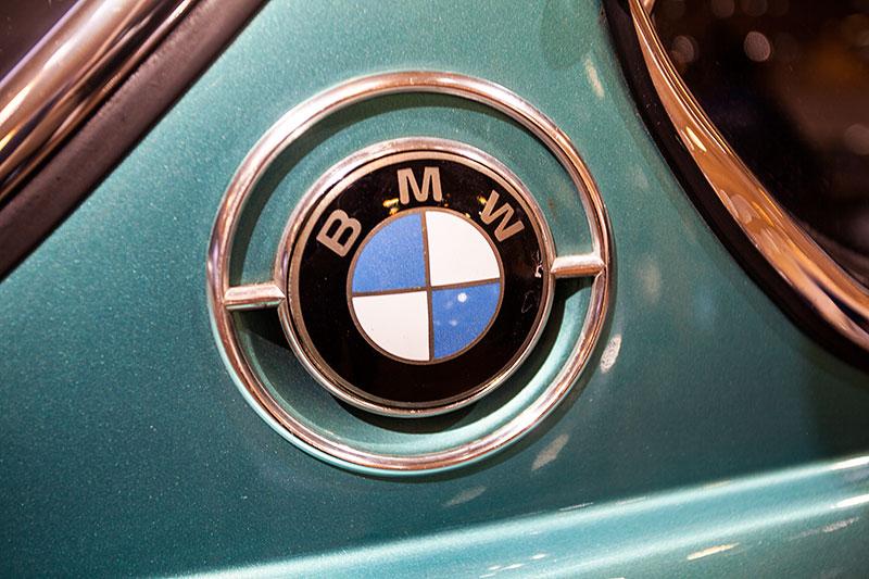 BMW 3,0 CSL, BMW Logo auf der C-Säule
