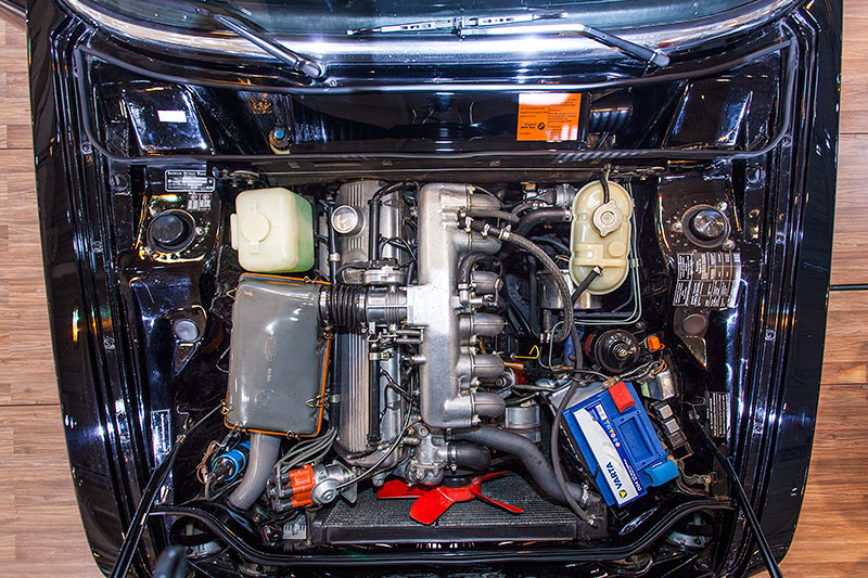 BMW 3.0 Si, 6-Zylinder-Motor mit 200 PS Leistung bei 5.500 U/Min.