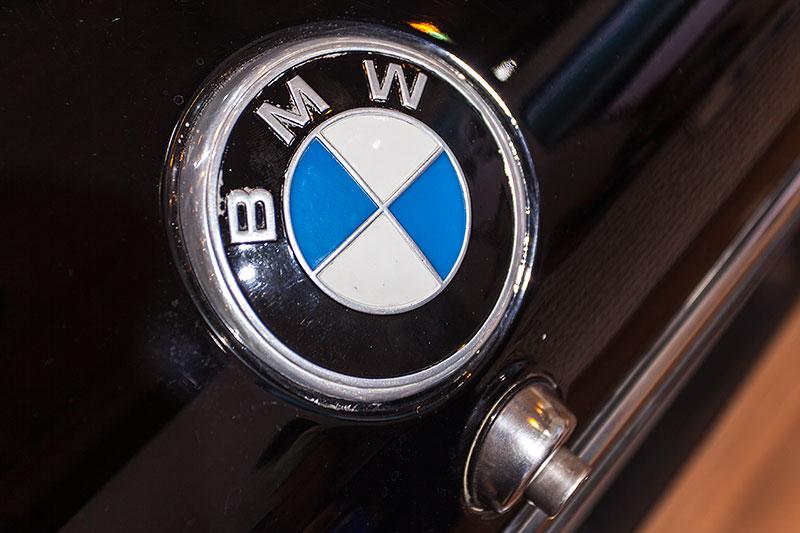 BMW 3.0 Si, BMW Logo auf der Kofferaumklappe