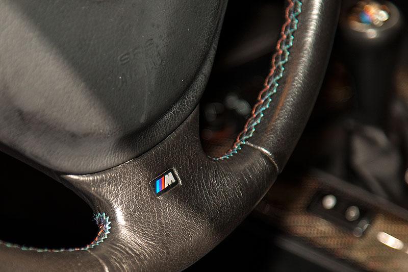 BMW 320i Clubsport, BMW M Lenkrad mit BMW M Logo und Nähten in M Farben
