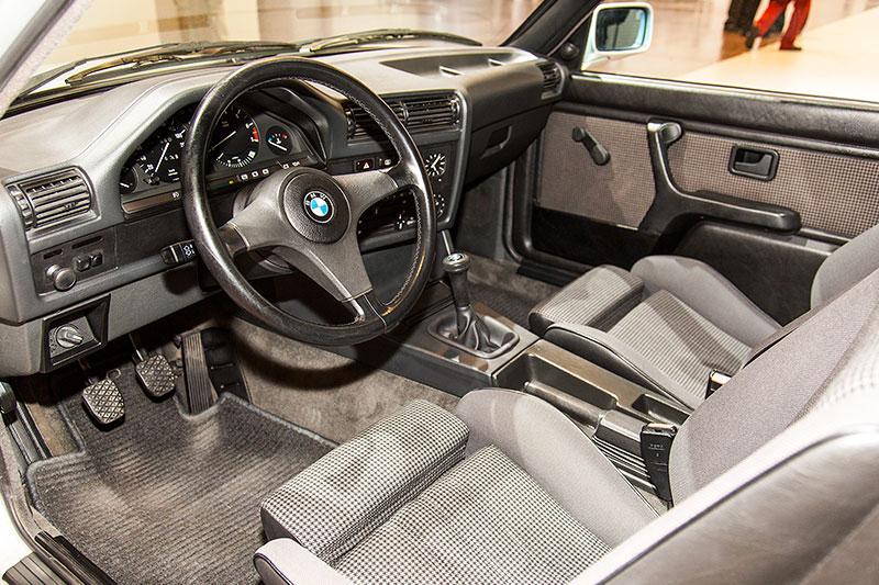 BMW 325e, Interieur