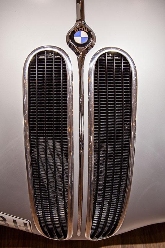BMW 328 Touring Coupé, Niere und BMW Symbol auf der Motorhaube