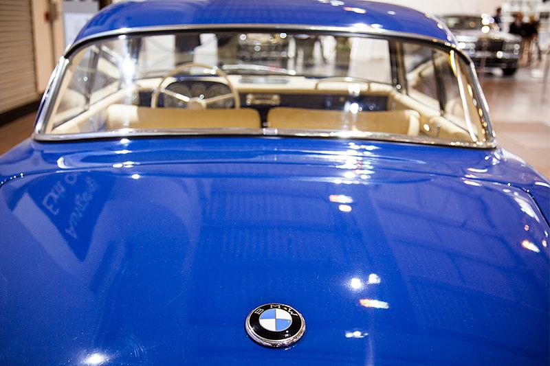 BMW 503 Coupé, BMW Logo auf der Kofferraumklappe