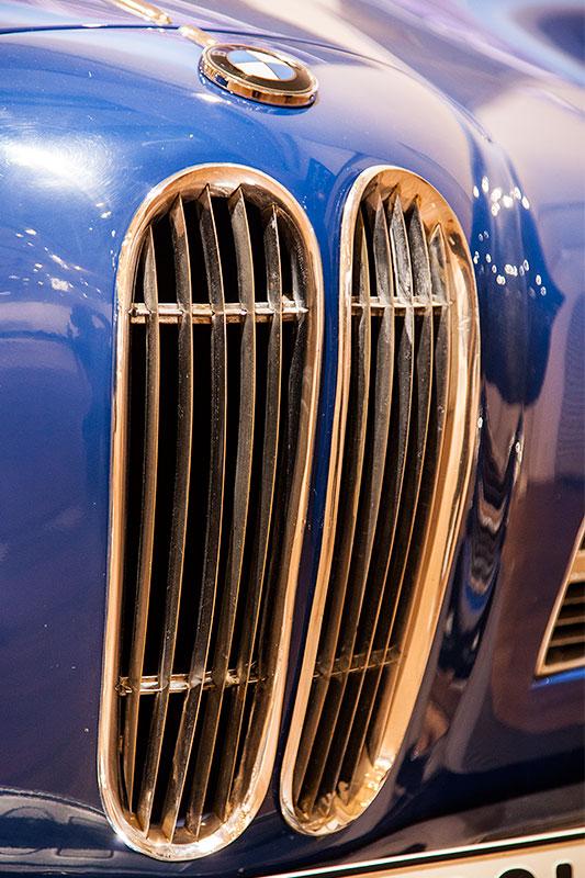 BMW 503 Coupé, BMW Niere und BMW Logo auf der Motorhaube
