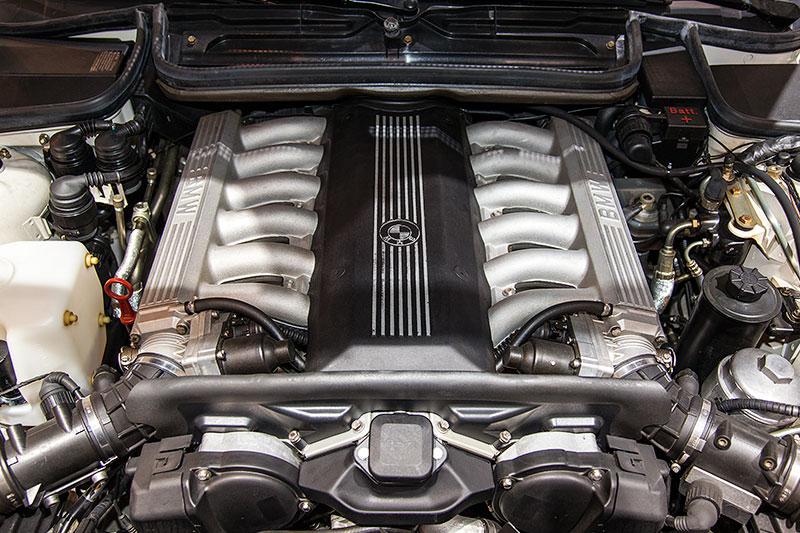 BMW 850i, V12-Zylinder-Motor aus dem 7er (E32) mit 300 PS