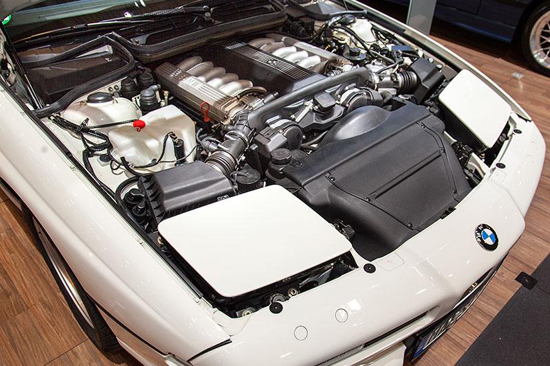 BMW 850i, lange Motorhaube, mit Klappscheinwerfern