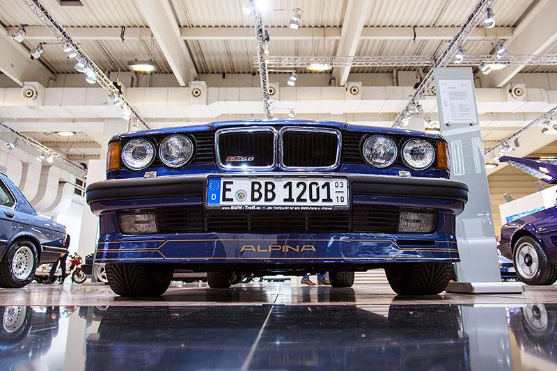 BMW Alpina B12 mit Alpina Schriftzug auf der Frontschürze