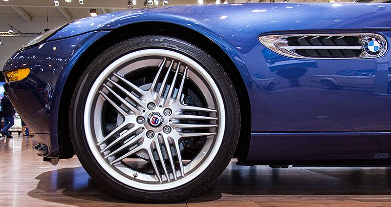 BMW Alpina Z8, grosse 20 Zoll Alpina Felge mit 255/35 ZR 20 Bereifung vorne