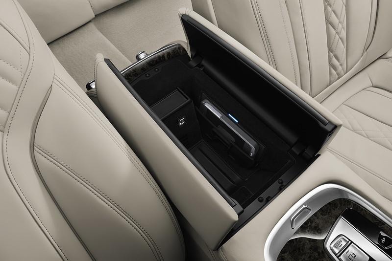 foto bmw 7er limousine langversion telefonie mit. Black Bedroom Furniture Sets. Home Design Ideas