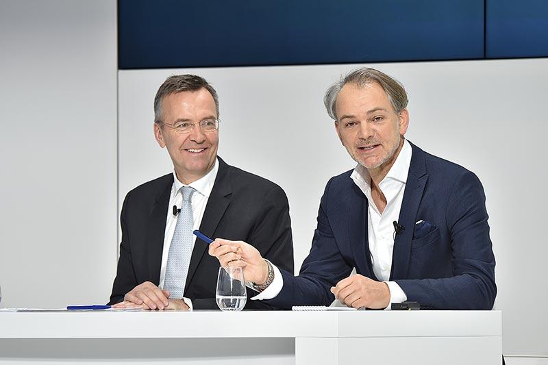 Maximilian Schöberl, Leiter Konzernkommunikation und Politik, BMW Group, Adrian van Hooydonk, Senior Vice President BMW Group Design.