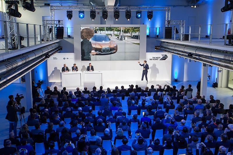 BMW GROUP THE NEXT 100 YEARS. Pressekonferenz in der neuen BMW Group Classic
