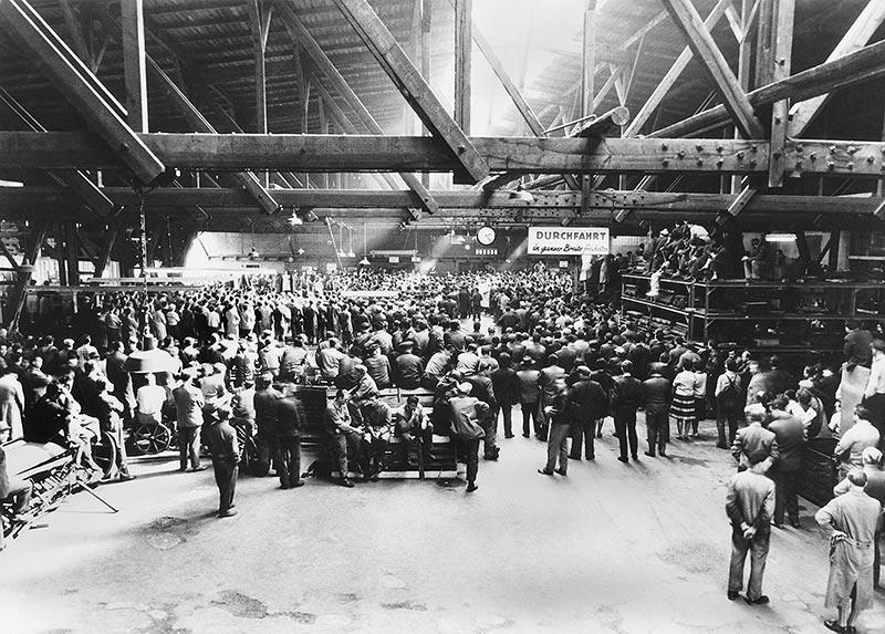 Die Geschichte der BMW Group: 100 Jahre Faszination für Mobilität. Feierlichkeiten bei der Übernahme der Firma Glas 1966