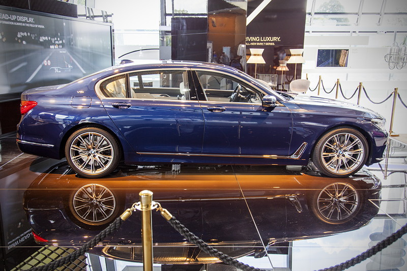 BMW M760Li Performance Individual in der BMW Welt