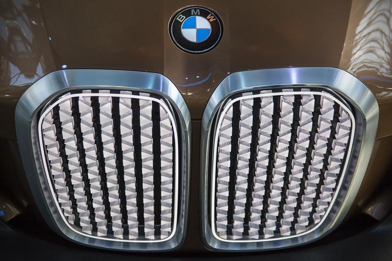 BMW Vision Next 100 im Doppelkegel der BMW Welt, Niere