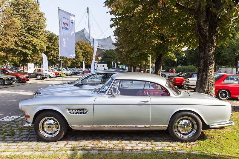 BMW Clubs in der Parkhafe im Olympiapark: BMW 503, entwickelt von Albrecht Graf von Goertz