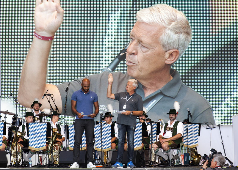 BMW Group Classic Chef Ulrich Knieps auf der Bühne im Olympiapark