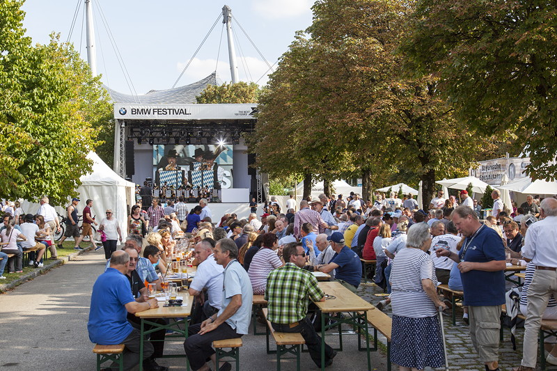 BMW Club-Mitglieder in der Parkharfe am Freitag vor dem eigenlichen BMW Festival