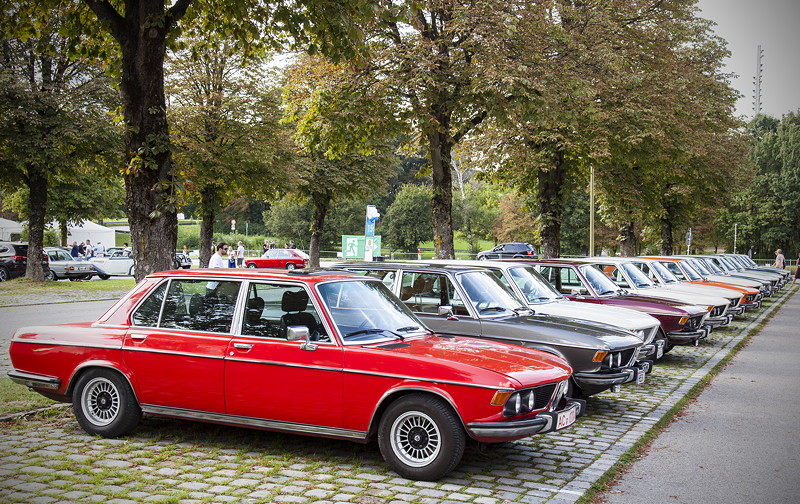 BMW Clubs in der Parkharfe im Olympiapark: BMW E3 Limousinen