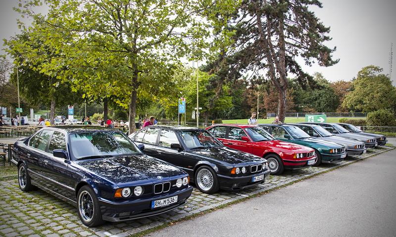 BMW Clubs in der Parkharfe im Olympiapark: BMW 5er Reihe (E34)