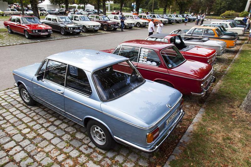 BMW Clubs in der Parkharfe im Olympiapark: BMW 02er