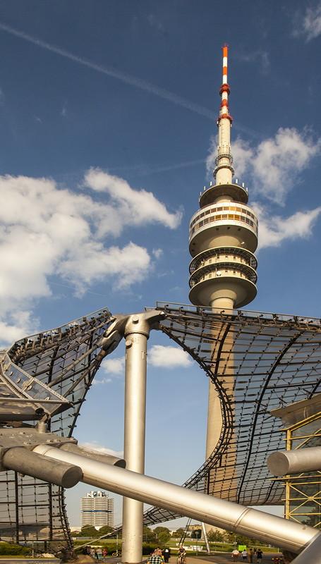 BMW Konzernzentrale neben dem BMW Olympiaturm