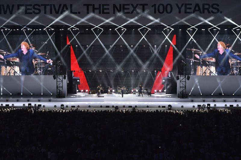 1980 - 2010: Synthesizer, die Wiedervereinigung und das neue Millennium: Die Flying Steps zelebrieren die bewegte Zeit von Keyboards und Synthesizern.