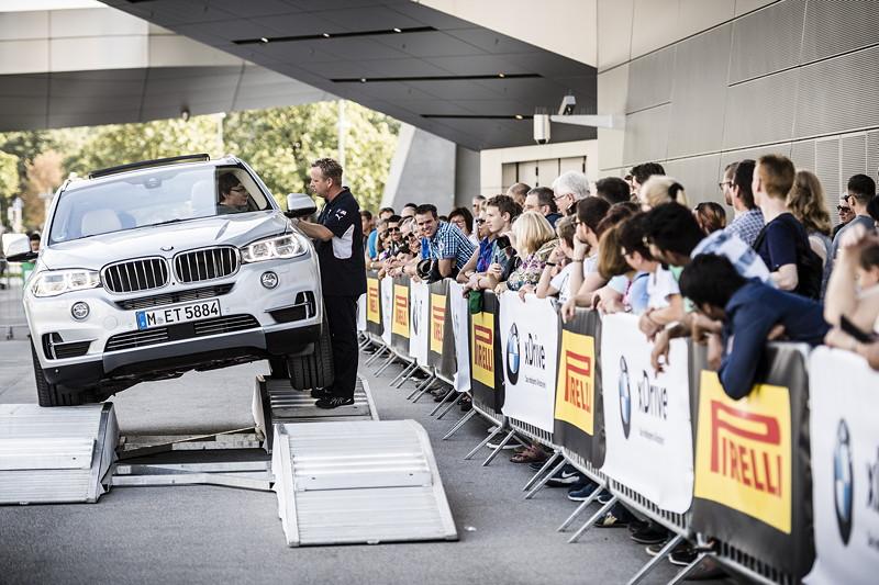 Das ACTIVE LIFE Areal auf dem Vorplatz der BMW Welt bot einen aufregenden BMW xDrive Parcours.