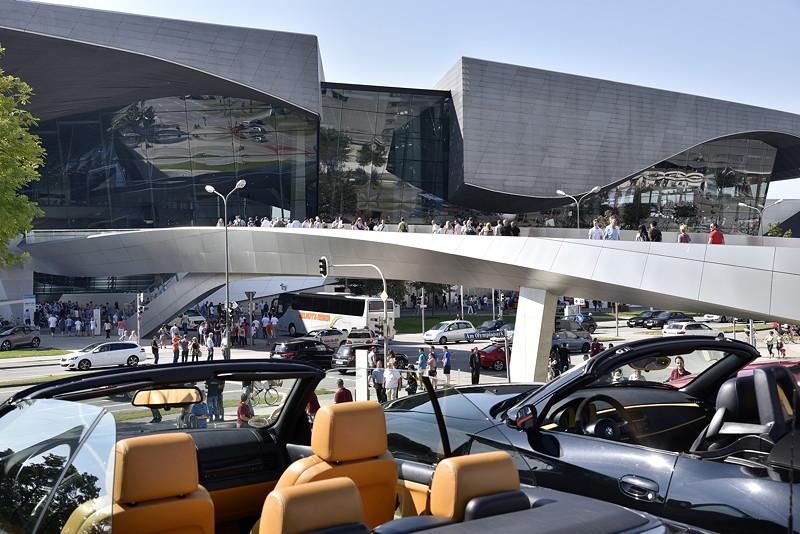 BMW Museum und BMW Welt: Zeitreise von Vergangenheit über Gegenwart bis in die Zukunft der BMW Mobilität.