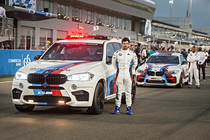 BMW X5 M MotoGP Medical Car mit Fahrer Carlos Ezpeleta und BMW M2 MotoGP Safety Car mit Fahrer Mike Lafuente