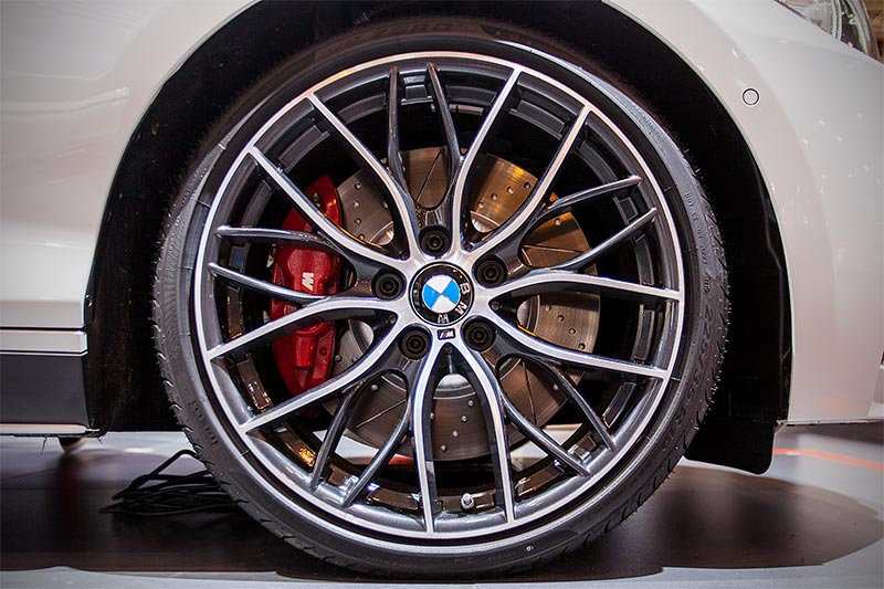 BMW 330d xDrive auf 20 Zoll Doppelspeiche 405 M Bicolor, Orbitgrey(ab 3.955 Euro)