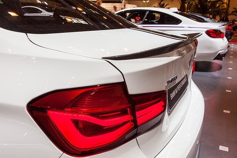BMW 330d xDrive mit Heckspoiler Carbon (570 Euro)