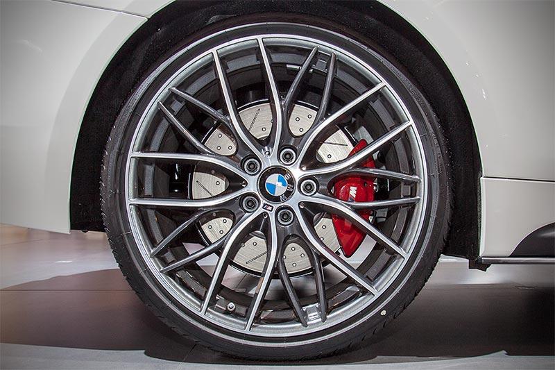 BMW 440i mit 20 Zoll BMW M Performance Rad, Doppelspeiche 405 M Bicolor, Orbitgrey(ab 3.955 Euro)