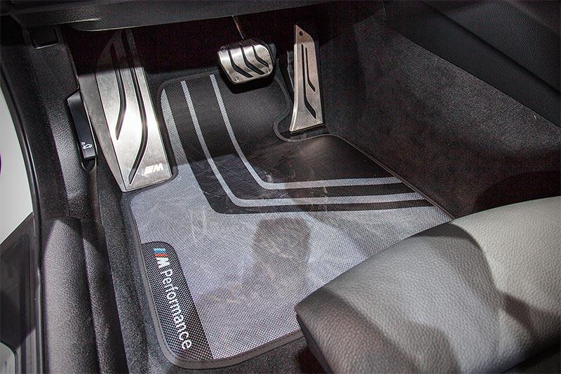 BMW 440i mit BMW M Performance Fußmatten vorne/hinten(149,50 Euro)