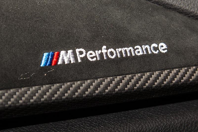 BMW 440i mit BMW M Performance Interieurleisten Carbon mit Alcantara(710 Euro)