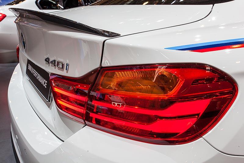 BMW 440i mit BMW M Performance Heckspoiler Carbon (570 Euro)