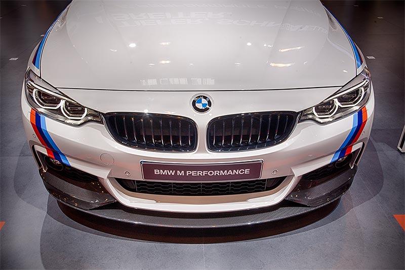 BMW 440i mit BMW M Performance Frontaufsatz Carbon (1.235 Euro)
