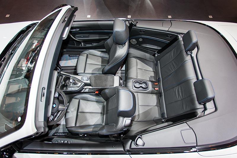 BMW M240i Cabrio (F23), Innenausstattung Leder Dakota Schwarz Kontrastnaht Blau/Schwarz